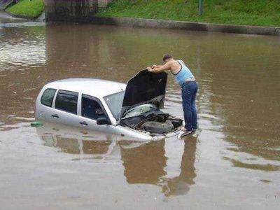 วิธีแก้ไขปัญหาเมื่อรถน้ำท่วม