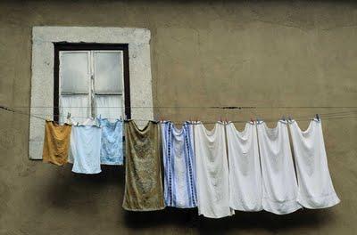 วิธีซักผ้าในหน้าฝน เพื่อไม่ให้ผ้าเหม็นอับ